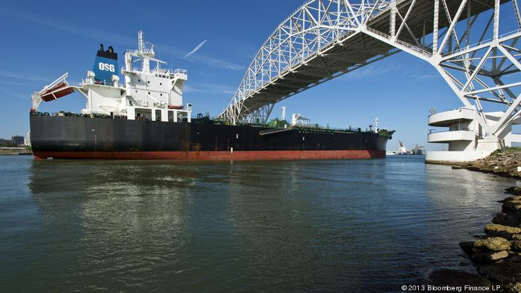 The Overseas Santorini tanker sails under the Harbor Bridge near the Port of Corpus Christi. New data is being used to encourage the U.S. to lift its ban on crude oil exports from the Gulf Coast and elsewhere. Photographer: Eddie Seal/Bloomberg
