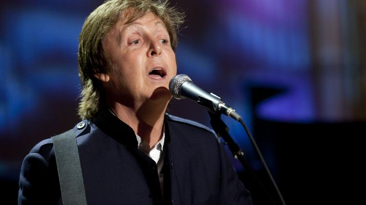 """Former Beatle Paul McCartney performs """"Michelle"""" in the East Room of the White House in Washington, D.C., U.S., on Wednesday, June 2, 2010. U.S. President Barack Obama presented McCartney with the Gershwin Prize for Popular Song awarded by the Library of Congress. Photographer: Andrew Harrer/Bloomberg *** Local Caption *** Paul McCartney"""