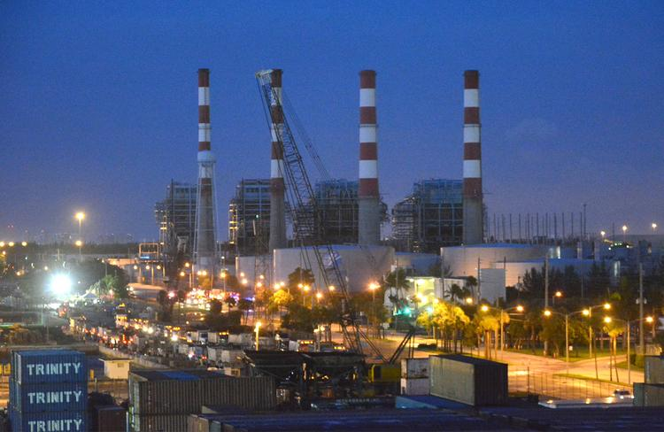 The FPL plant in Port Everglades an hour before demolition.
