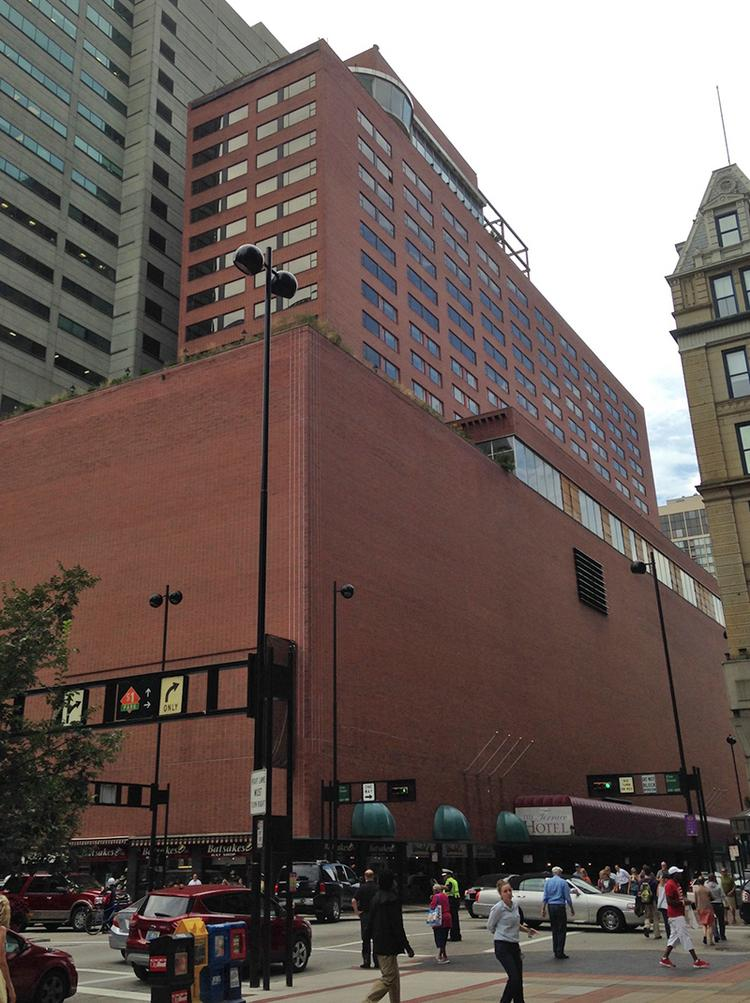 Battle over downtown cincinnati 39 s former terrace plaza for What is a hotel terrace
