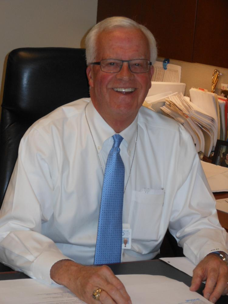 Craig Hendrickson, president and CEO of Overlake Medical Center in Bellevue, says he will retire in June 2014 when his contract expires.