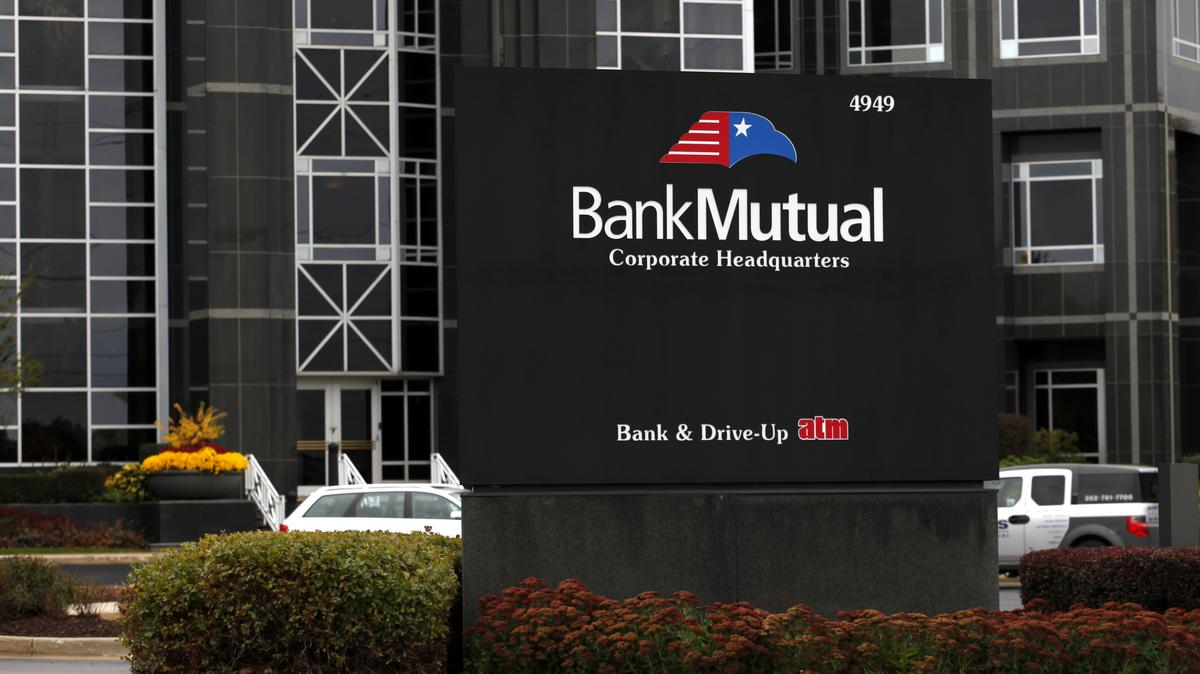 bank mutual chief michael t crowley sr dies at 103 milwaukee