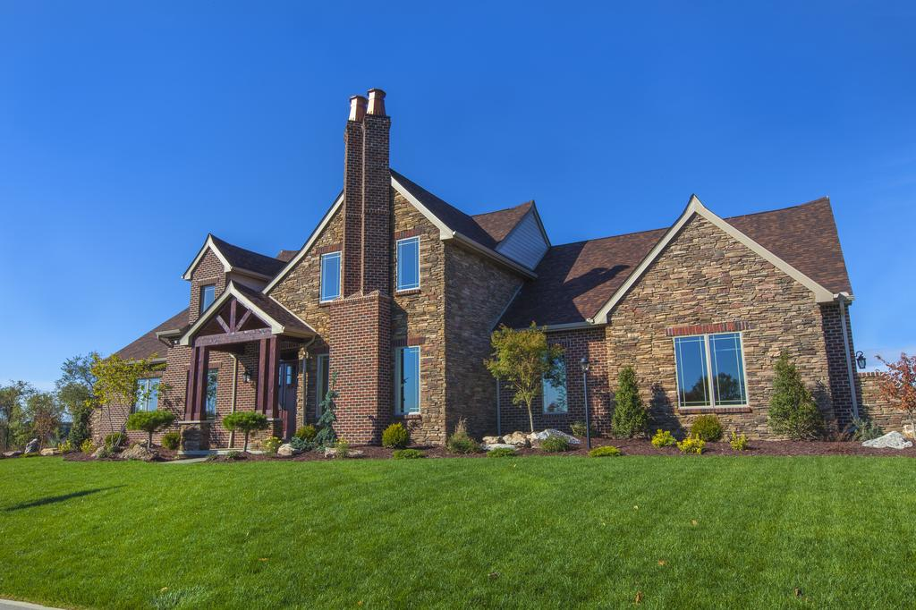Immaculate Hilltop Home in Marshall