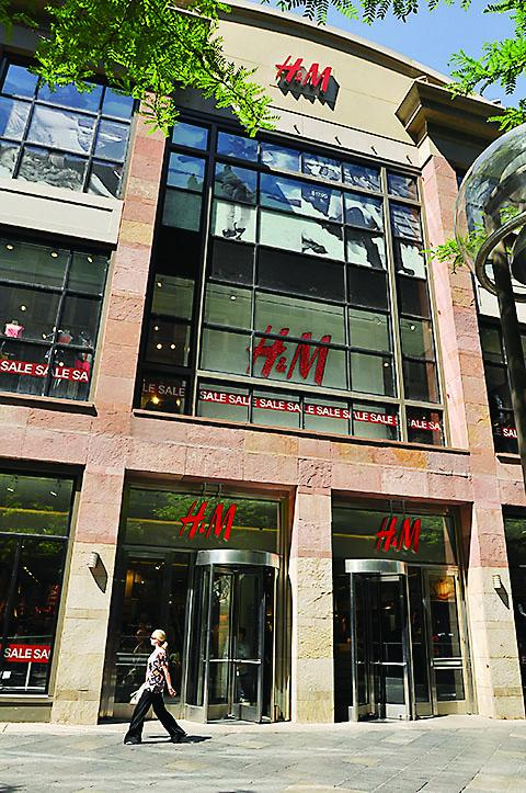 H&M opened its first Colorado store in November 2011 at the Denver Pavilions on the mall.
