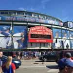 Cubs, neighbors meet to talk about planned Wrigley plaza
