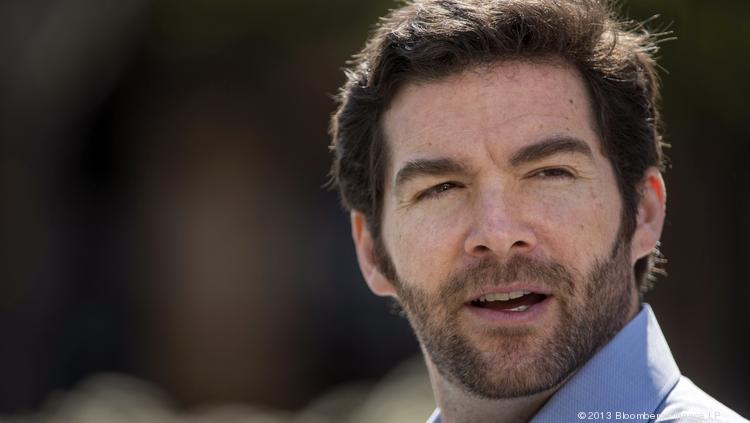 LinkedIn CEOJeff Weiner posted a sixth straight quarter of beating sales estimates, but his shares fell as he disappointed analysts on next quarter's numbers.