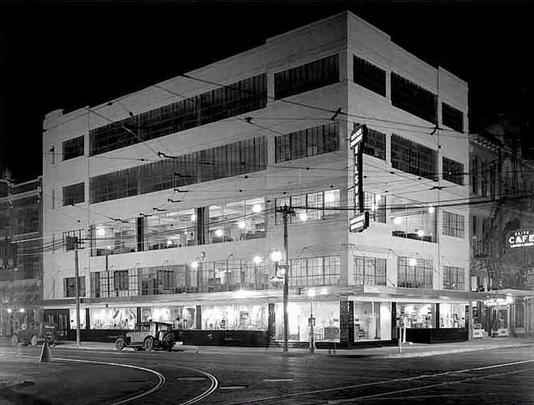 500 Fannin before renovations.  The 500 Fannin building was designed by famous 20th century architect William Ward Watkin and was originally built to house the Wilson Stationery and Printing Co. at the corner of Fannin and Prairie.