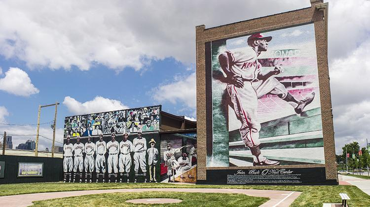 The Negro Leagues Baseball Museum will honor four former Major League Baseball players.
