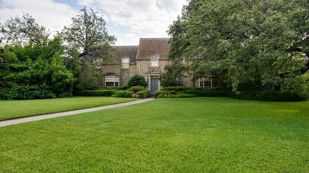 French Neoclassical in Old Highland Park