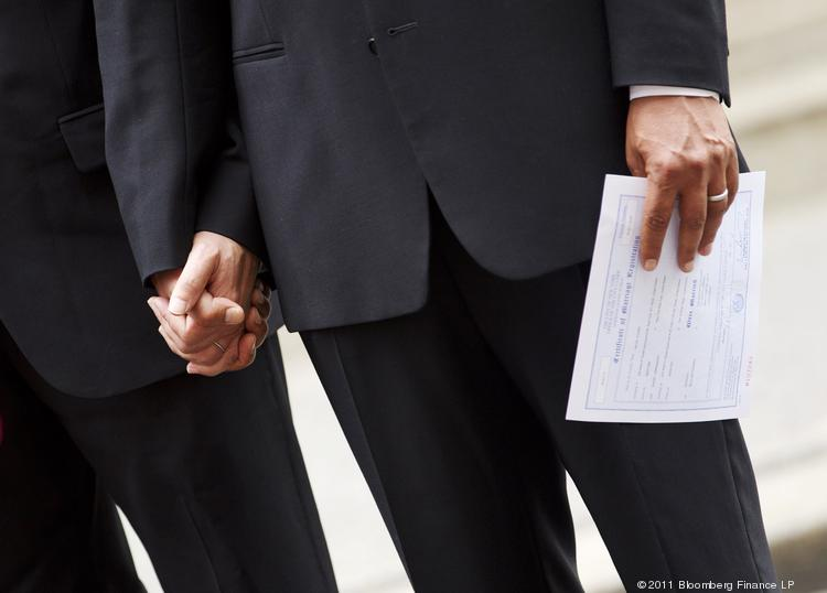 Half of Ohioans in a new poll supported letting same-sex couples get marriage licenses.