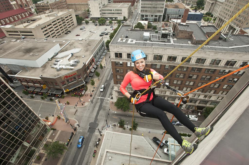Boys Scouts fund-raiser sends celebrities Over the Edge