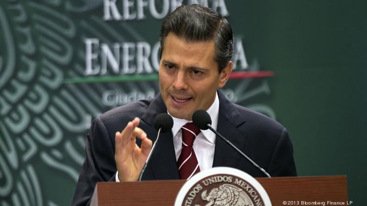 Enrique Pena Nieto, Mexico's president, gestures during an announcement about energy reform during a speech last year. Mexico's oil production is in continued decline, according to new U.S. government numbers. Photographer: Susana Gonzalez/Bloomberg *** Local Caption *** Enrique Pena