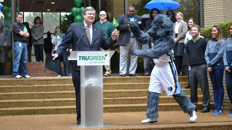 Charmant Memphis City Mayor Jim Strickland Gets A Little Assistance From Grizz  During Grand Opening Of TruGreenu0027s