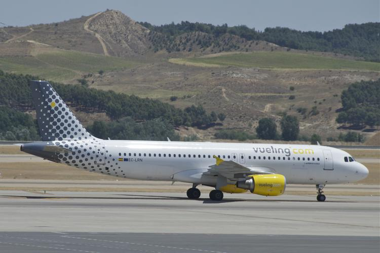 Airbus will supply A320 models like these to International Airlines Group, which owns Spain's Vueling, further strengthening Airbus's lead over Boeing.
