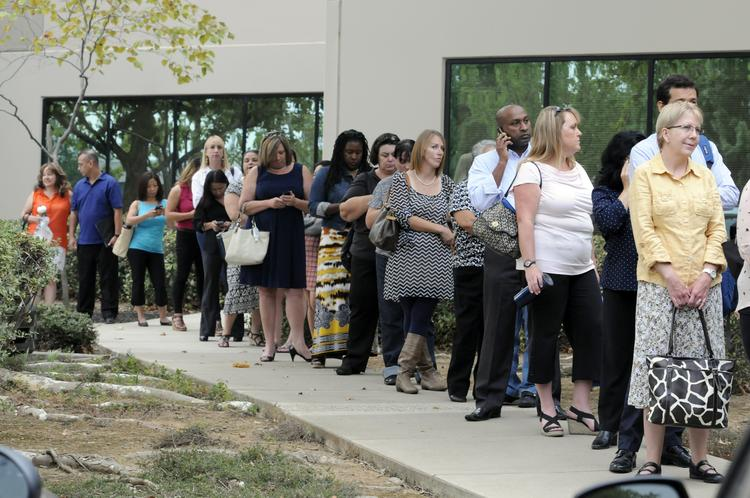 A wave of more than 300 Covered California service center staff showed up early Monday morning for their first day of training in Rancho Cordova.More than 500 people are expected to work at the call center by the end of 2013, depending on the demand for services.