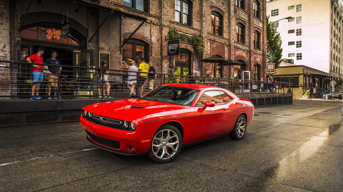 motor mondays dodge challenger powerful image and engine. Black Bedroom Furniture Sets. Home Design Ideas