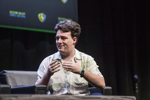 """Palmer Luckey apologizes for """"negatively impacting the perception of Oculus"""""""