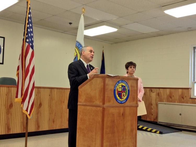 State Comptroller Tom DiNapoli and Colonie Town Supervisor Paula Mahan held a news conference Tuesday at Colonie Town Hall highlighting Colonie's budget improvements.