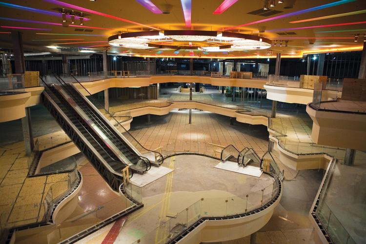 Look at the interior of the american dream mall then called xanadu