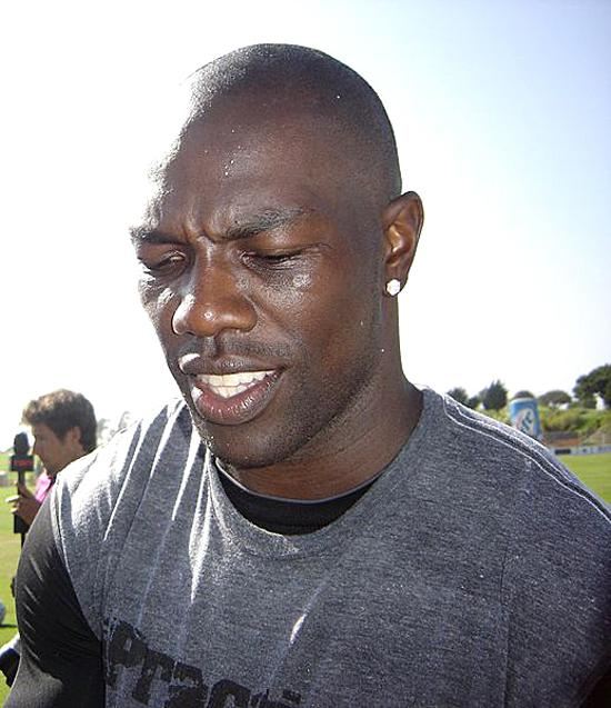 In his suit against his former sports agents, Terrell Owens alleges breach of fidiciary duty, fraud or neligence.