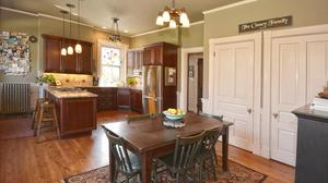 Town & Country living in Gaslight Clifton!