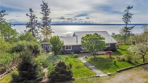 Greenbank Cottage with Breathtaking Sound & Olympic Sound Views