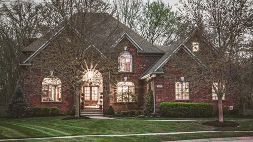 Sutherland Charmer on a cul-de-sac has Great Curb Appeal