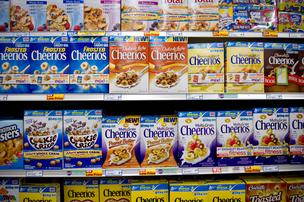 General Mills Inc. Cheerios and Total brands breakfast cereals sit on display at a supermarket in Princeton, Illinois, U.S., on Wednesday, Aug. 22, 2012. Photographer: Daniel Acker/Bloomberg