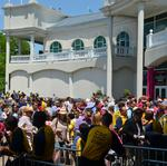 Long lines at Oaks: A new entry plan didn't work