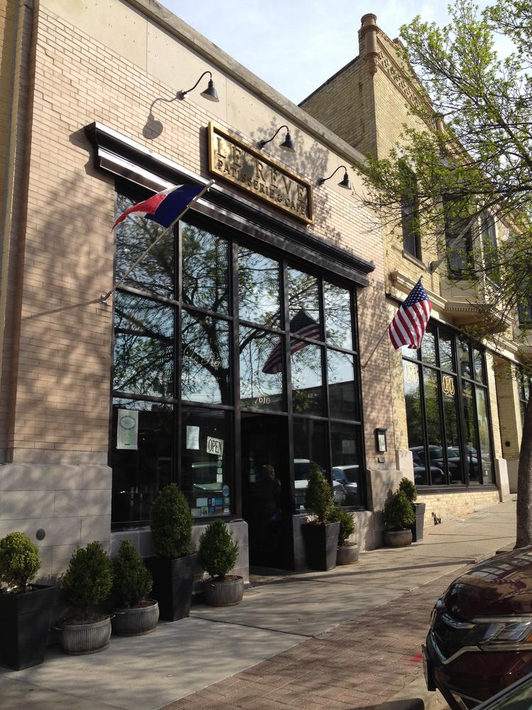 Le Rêve building in Wauwatosa sells for $850,000 ...