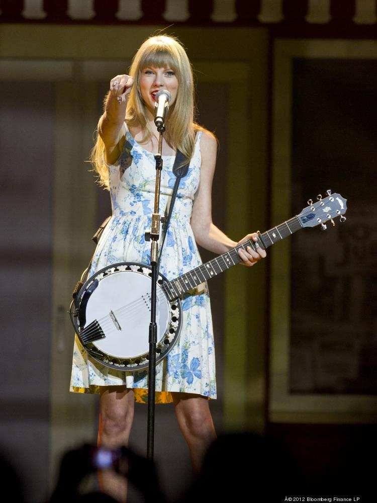 Singer Taylor Swift performs at the Wal-Mart Stores Inc. annual shareholders meeting in Fayetteville, Arkansas on June 1, 2012.