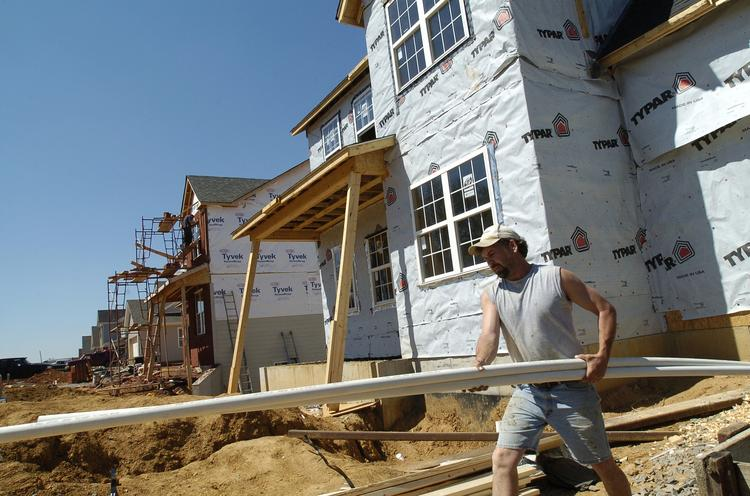 Home builders remain confident about the sales outlook for new single-family homes, but prospective buyer traffic is not as strong as they'd like.