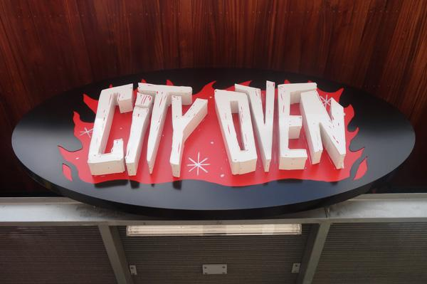 City Oven, a pub and pizza tavern, recently opened in the Heights.  Located at 2802 White Oak, it is the latest concept by Houston-based HUSA Management Inc., which also owns Baker Street Pub, Sherlock's Pub and Local Pour.  Click through the slideshow for more images of City Oven.