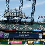 92-year-old Navy veteran steals the show at Memorial Day Mariners game at Safeco Field