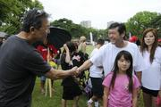 From left, Michael Han, president of the Wedding Ring Shop, greets developer Stanford Carr, pat the American Heart Association's 5K Heart Walk held at Kapiolani Park as Carr's daughter and wife, Kathy, look on.
