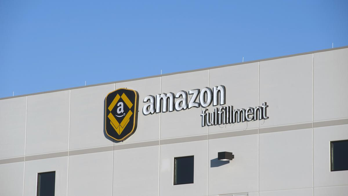 what technology services does amazon provide 1 what technology services does amazon provide simple storage service, elastic compute cloud, amazon web services, amazon machine image what are the business advantages to amazon and to subscribers of these services s3 is a data storage service which gives amazon great computing power and allows subscribers the ability to buy the excess computing power on a per usage basis.