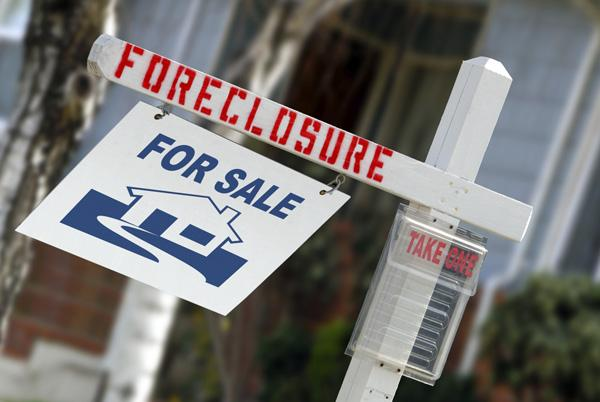 Reflecting a nationwide trend, the number of Massachusetts homeowners facing foreclosure fell in April.
