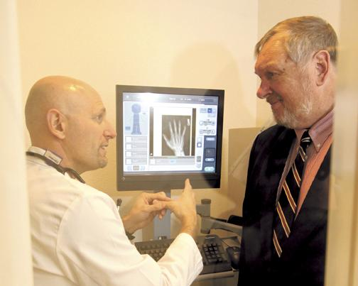 (L) Tom Pascuzzi of MD Urgent Care and Dick Govatski discuss a N.M. Software teleradiology image.