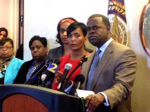 [Image: Kasim_Reed_stadium_press_conference*304.jpg?v=1]