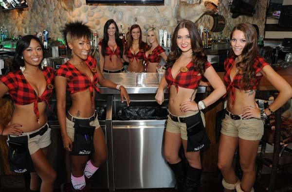"The local franchisees for Twin Peaks, a sports bar and grill concept, are coming to Greater Cincinnati next month to scout for restaurant sites. The concept is known for its beautiful ""Twin Peaks Girls,"" who serve up made-from-scratch food and ice-cold beer."
