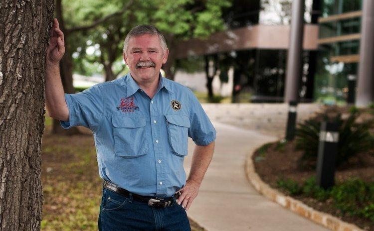 Lee Hereford raised funding to start Pedernales Brewing Co. LLC by presenting his plan in potential investors' homes.