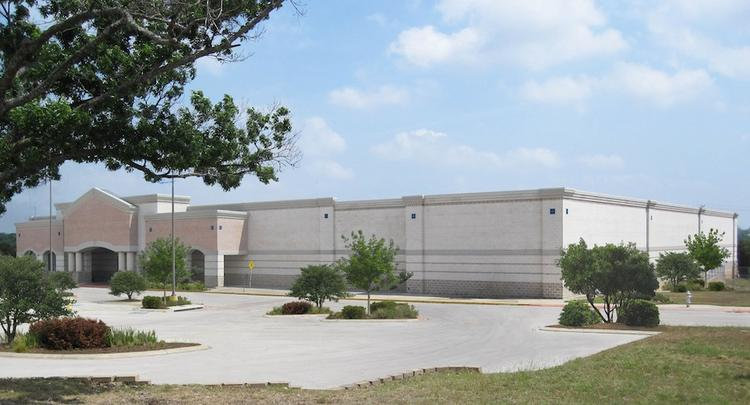 Austin real estate investor Manny Farahani has offered to purchase this empty Albertson's store in Georgetown for $3.55 million.
