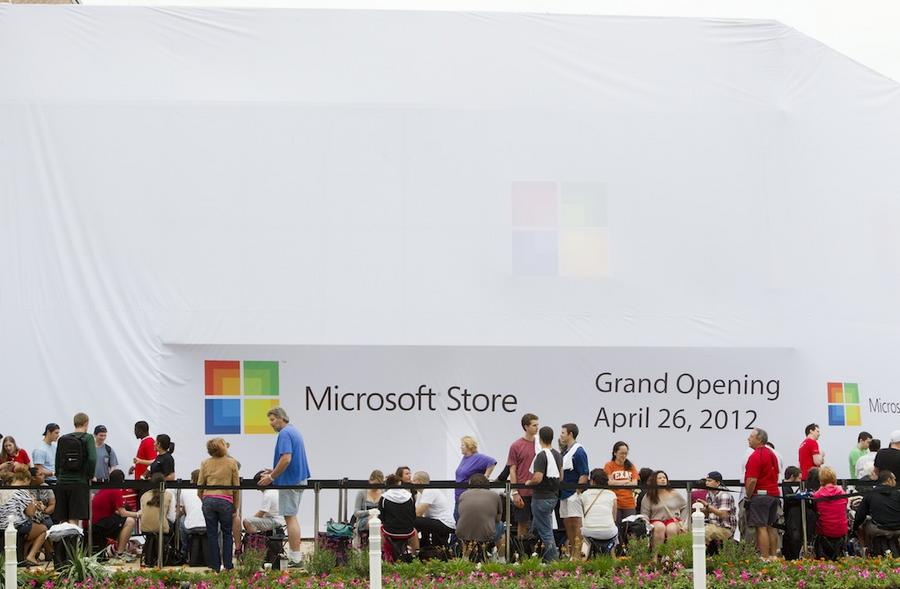 slideshow microsoft store opening attracts huge crowd austin