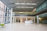 One of the main pedestrian entrances to Johns Hopkins Medicine's new patient towers.