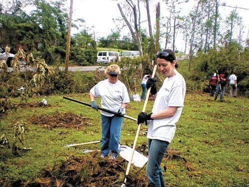 Bryant Bank volunteers working on tornado cleanup efforts in Tuscaloosa.