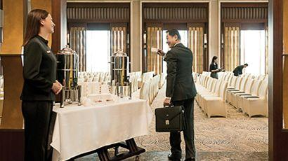 The Hilton HHonors program is undercutting its services and raising its rates yet again this year, making it a less attractive choice for business travelers.