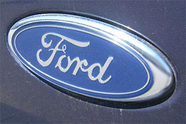 Ford Motor Co. has reached a labor agreement with the United Auto Workers that includes a $1.1 billion investment and 1,600 new jobs at Ford's Claycomo assembly plant, according to Missouri Gov. Jay Nixon.