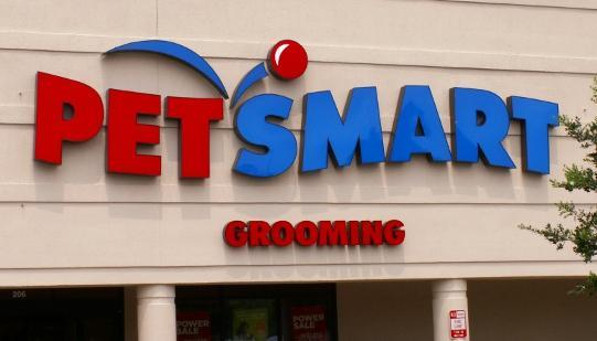 PetSmart opened its first Hawaii store on Monday in the Town Center of Mililani.