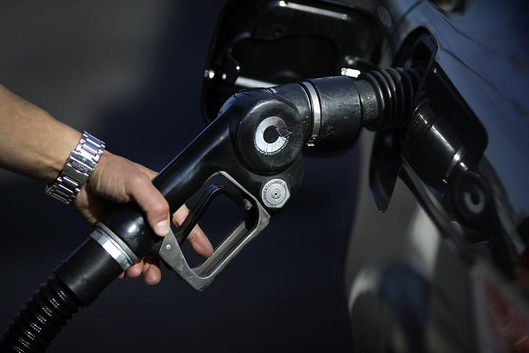 How much will EPA's proposal add to the cost of gasoline? Agency says less than 1 cent per gallon, but American Petroleum Institute says it could add 9 cents to the cost of a gallon of gas.
