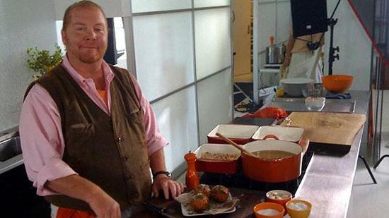 """Mario Batali's efforts to open a Boston restaurant may have hit a snag. Prospects for a Boston Babbo Pizzeria are """"not looking good,"""" he tweeted over the weekend."""